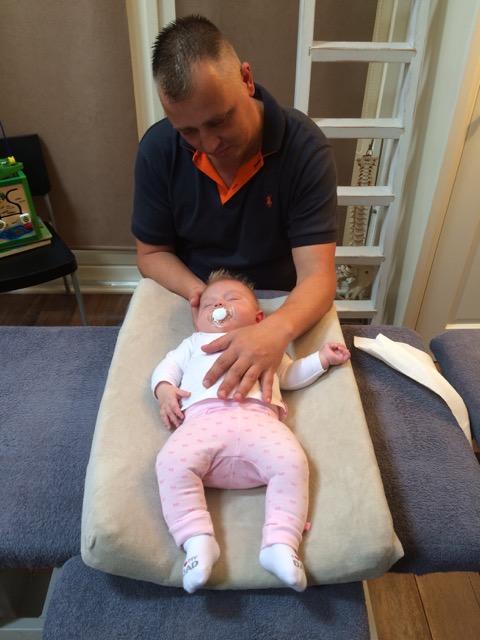 Behandeling baby3 - Arnold Landa (foto eigendom van Arnold Landa)