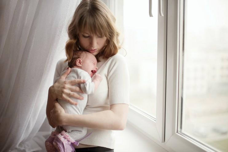 moeder baby MAMA to the max huilen moederschap liefde