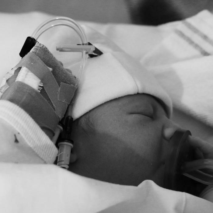 baby in ziekenhuis
