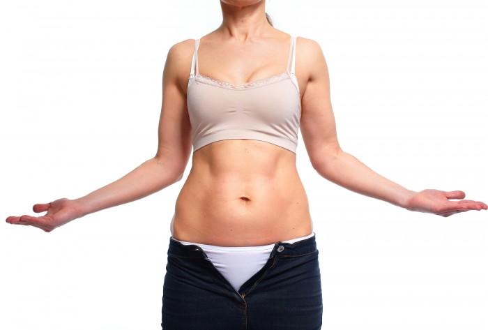 vrouw dikke buik afvallen dieet honger