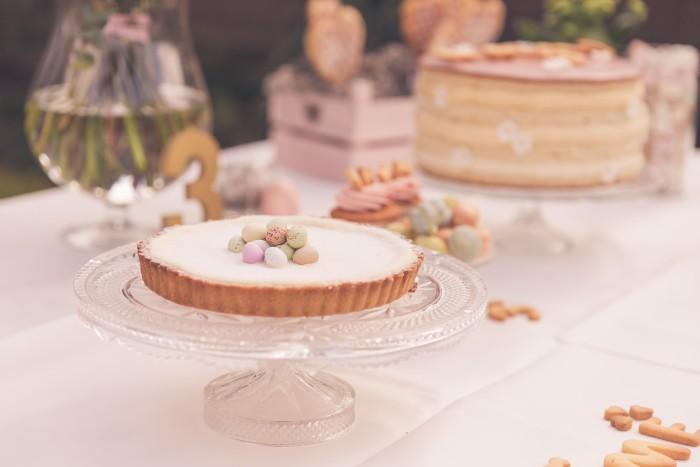 verjaardagsfotoshoot taart citroen pastel roze bekkerieke MAMA to the max