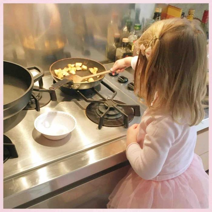 gezonde tussendoortjes peuter kleuter kind gezond eten appel rozijntjes kaneel MAMA to the max