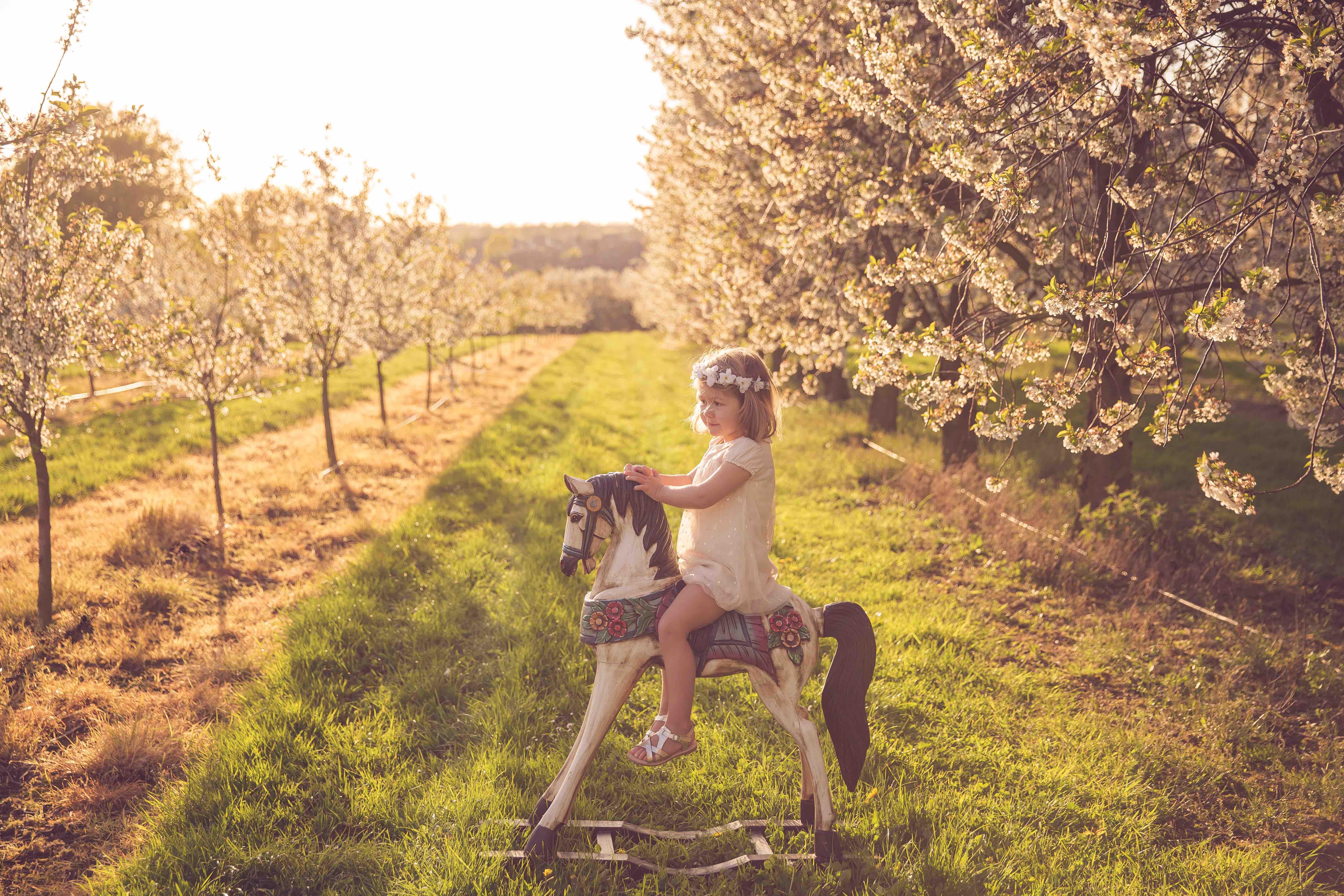 fotoshoot voorjaarsfotoshoot kind peuter gezin esther hameleers fotografie golden hour MAMA to the max