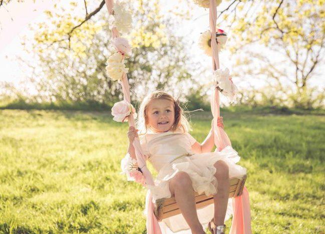 schommel fotoshoot voorjaarsfotoshoot kind peuter gezin esther hameleers fotografie golden hour MAMA to the max