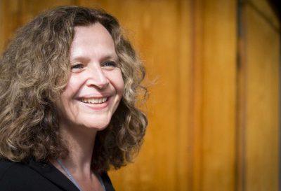 Edith Schippers; Minister schippers; Minister van Zorg; geboortezorg; verloskundigen