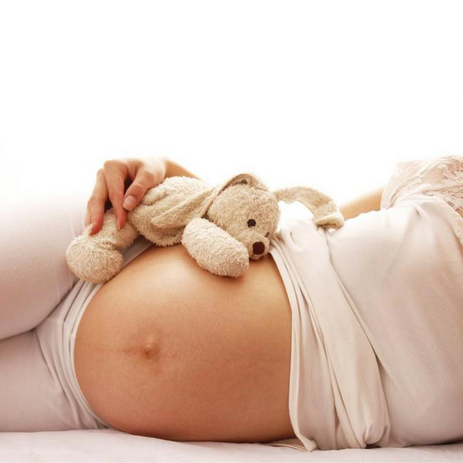 mama to the max verplichte bedrust voor de bevalling complicaties tijdens zwangerschap netflix gipsbuik maken
