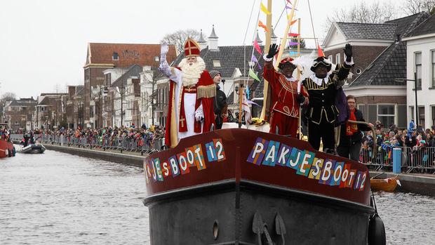 mama to the max kind gelooft weer in Sinterklaas moeder twijfelt schoen zetten