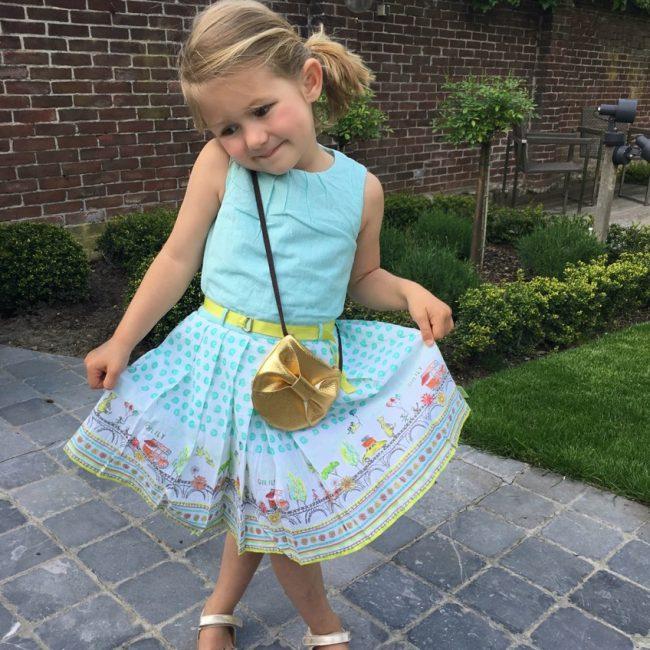 www-maxime oilily what we wear outfit kleuter meisje fashion kids fashion jurkjes nelson sandalen zomer MAMA to the max