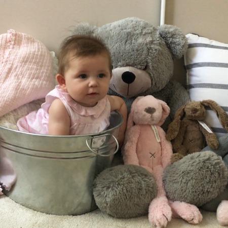 lilou 6 maanden baby newborn fotoshoot beren tijl grote zus MAMA to the max