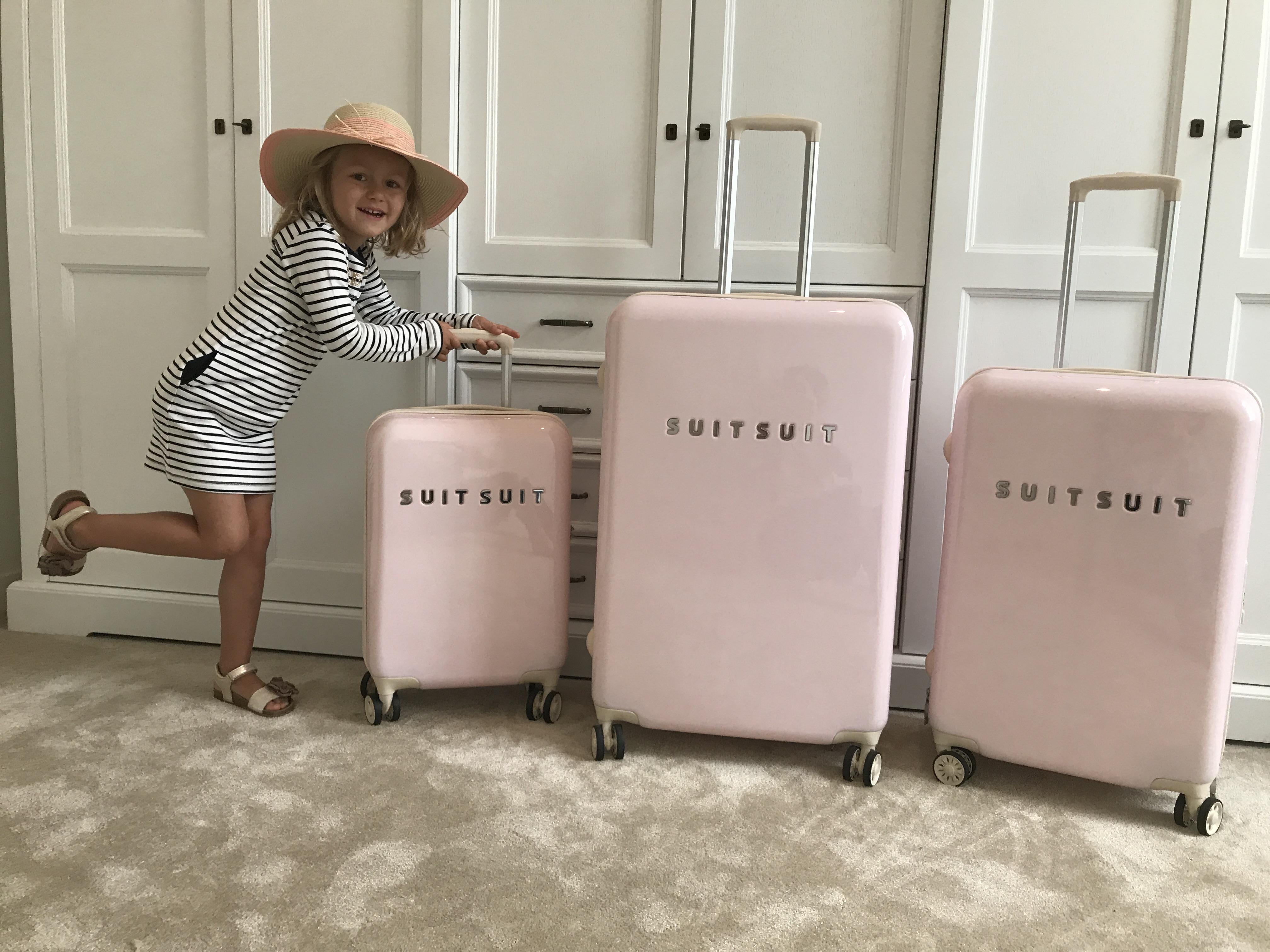 ruimte besparen koffer reizen vliegreis suitsuit MAMA to the max