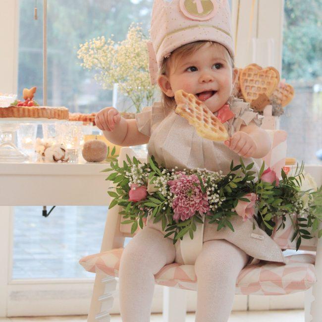 Lilou 1 jaar verjaardag taart tafel versiering jarig outfit