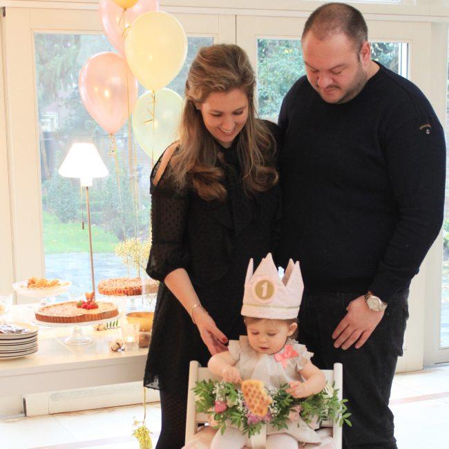 Lilou 1 jaar verjaardag balonnen taart feest