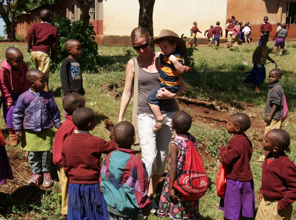 terug naar Afrika mama in het buitenland mama to the max gezin schoolkindjes