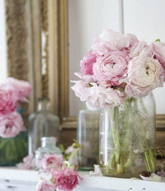 bloemstukken op tafel voorjaar lente