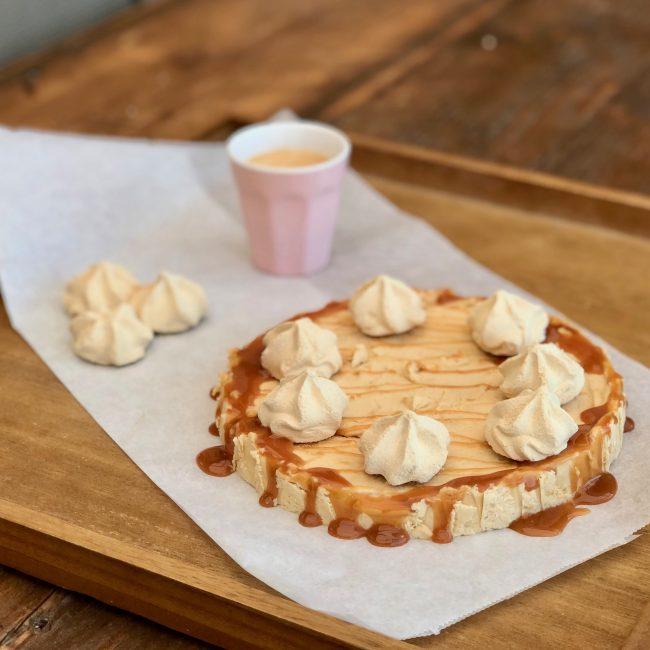Recept toetje zomer Mokka ijstaart karamel