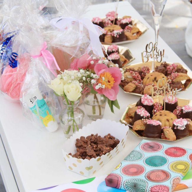 Babyshower organiseren Partydeco hapjes en drankjes