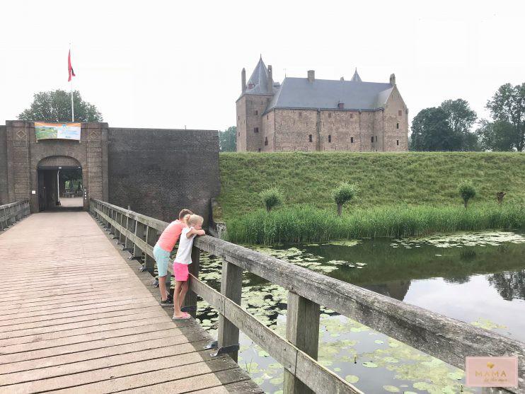 Blogtrip Veluwe, Slot Loevestein, kinderuitje, weg met kinderen, MAMA to the max