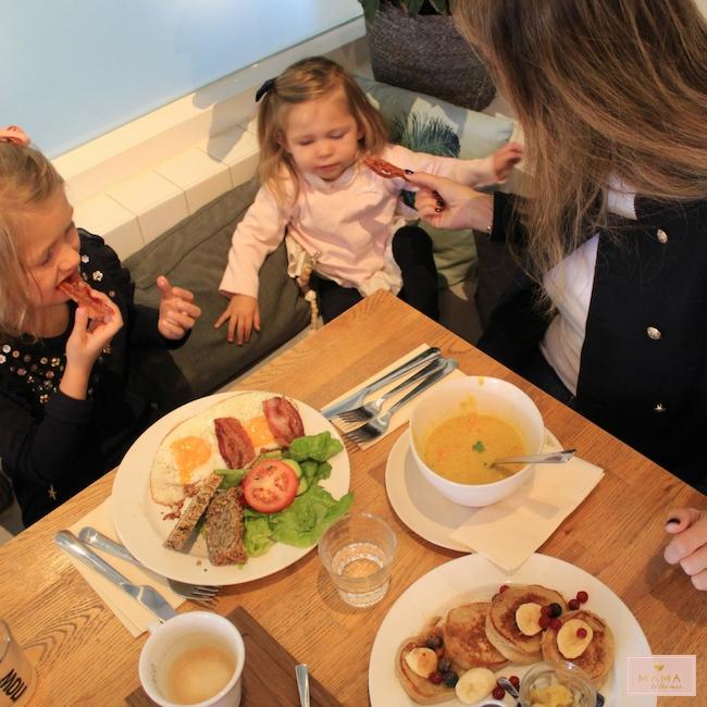 weekly snaps 40 2018 wekelijks dagboek herfst maastricht mama mamablog reizen zusjes meisjesmama trouwen in het buitenland bevalling geboorte, moeder, baby, kinderkleding, wedding, pompoen, herfst, herfstwandeling, huis herfstklaar maken, Riviera maison, the brothbar, lunchen maastricht, Kinderboekenweek, herfstkrans maken, 't hapert höfke, Purdey, stadspark Maastricht, Steffie van den Akker fotografie, MAMA to the max