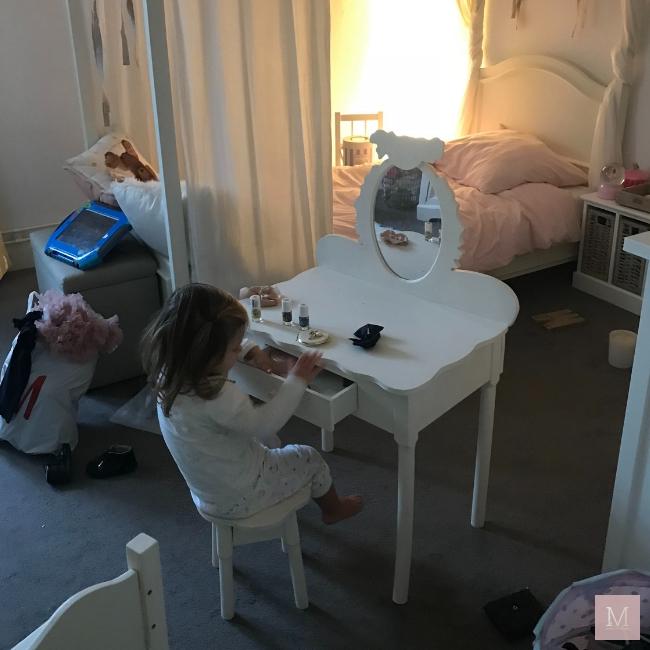weekly snaps 45 2018 wekelijks dagboek, herfst, maastricht, mama, mamablog, reizen, zusjes, meisjesmama, trouwen in het buitenland, bevalling, geboorte, moeder, baby, kinderkleding, wedding, pompoen, herfstwandeling,stadspark Maastricht, Riviera maison, Disneyland Parijs, kaptafeltje, kinderkamer, zondagochtend, hardlopen, sinterklaasvoorbereidingen, Disney verrassing, ypung living, etherische olie, diffuser, kleertjes.com, MAMA to the max