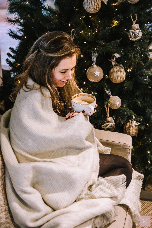 netflix and chill beige deken rivieramaison mamatothemax