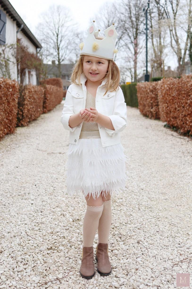 verjaardagsoutfit Maxime, Maxime 6 jaar, Miracles, Galucci, laarsjes meisje goud, rokje meisje veertjes, verjaardag kledingset, Charlie, Nathalie Today,